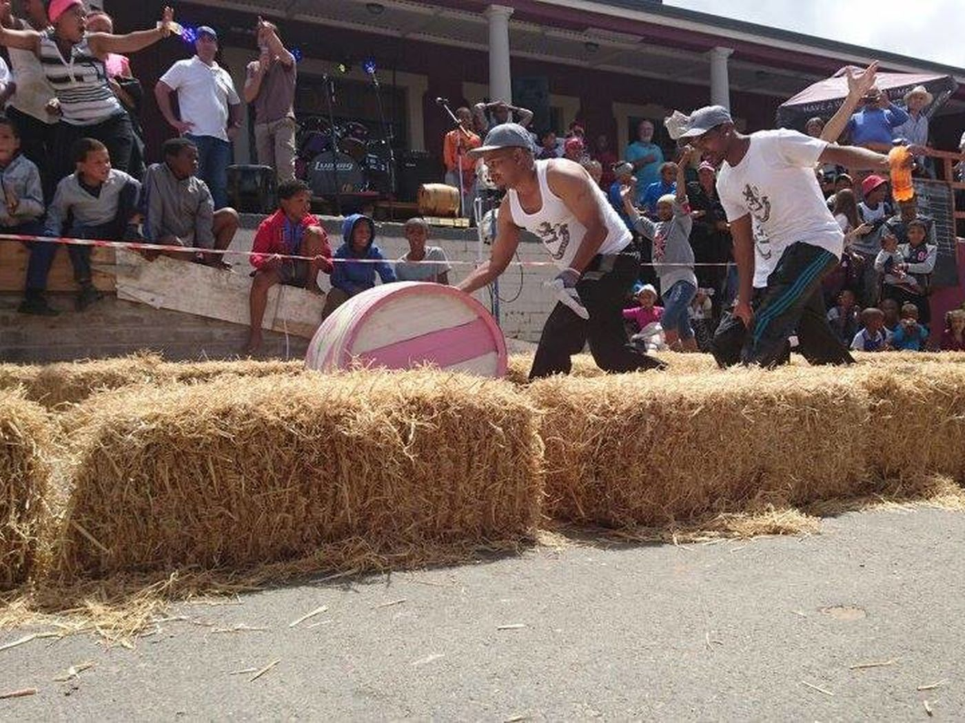 Barrell rolling contest